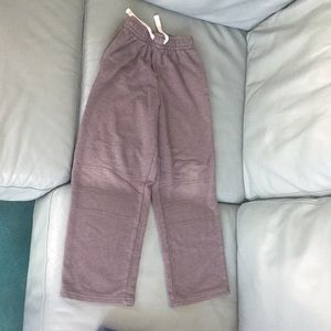 Kids boys gray sweatpants.